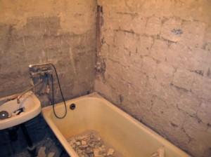 Демонтаж ванны перед ее ремонтом