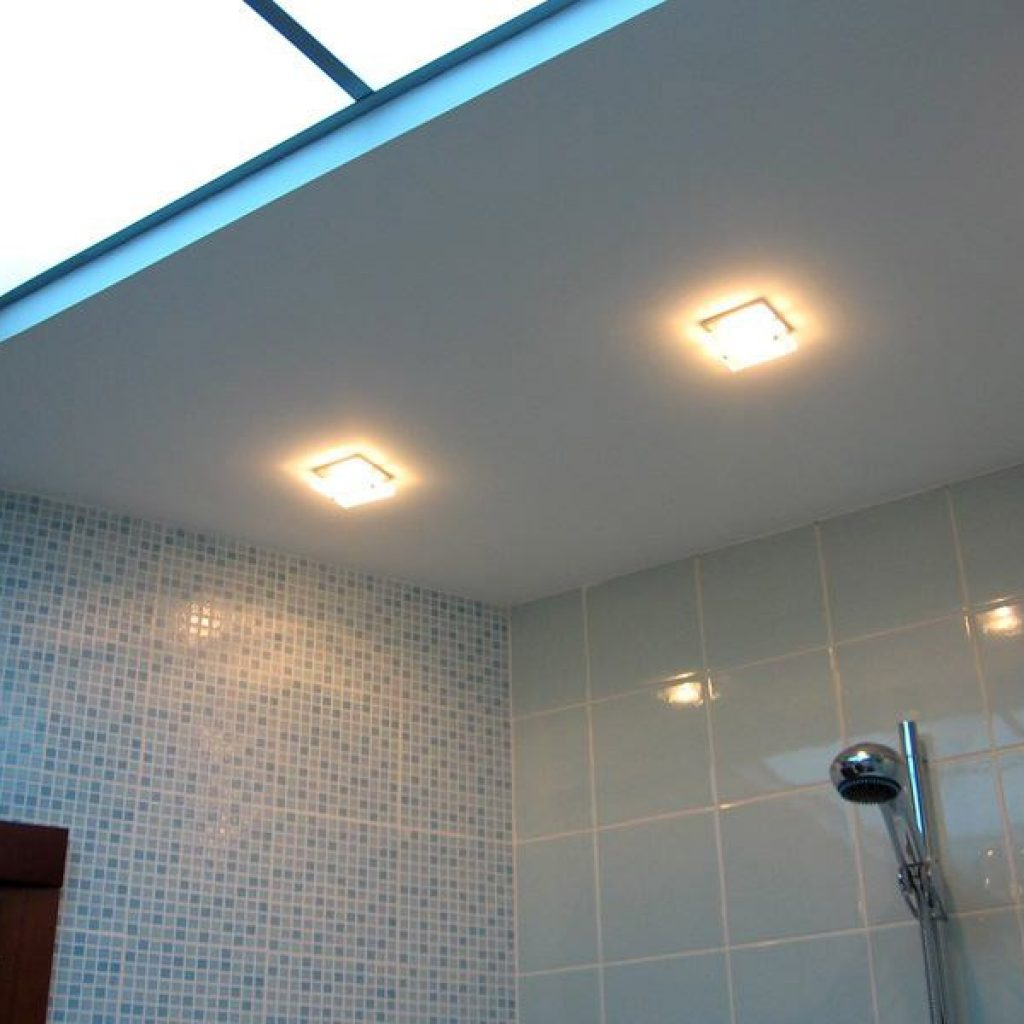 какой потолок лучше в ванной фото