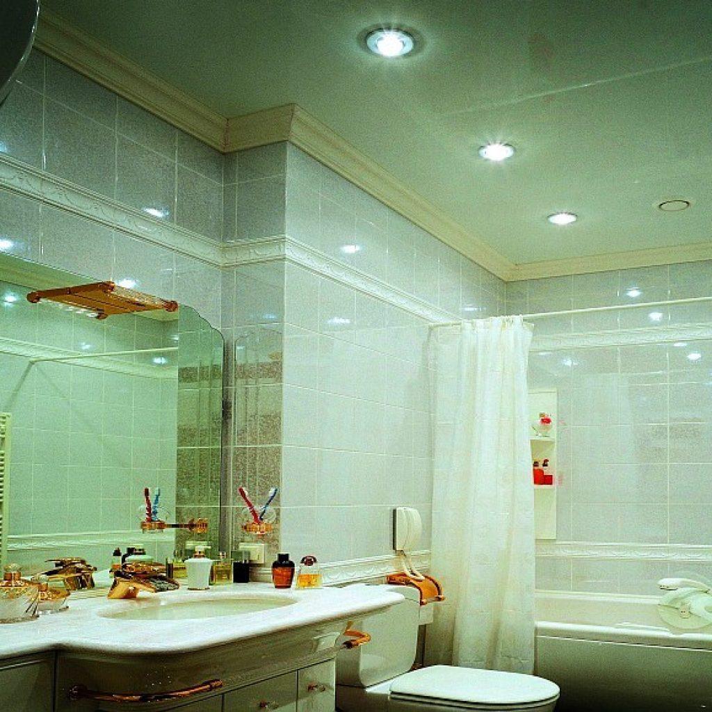 Какой потолок сделать в ванной комнате? Примеры с фото 53