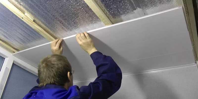 Как сделать отделку потолка в ванной